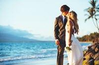 kissing-couple-romantic-honeymoon